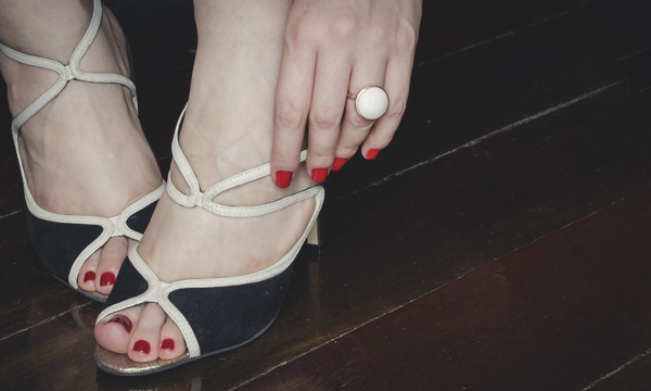hands and feet esmalte vefic v132 nars red-11