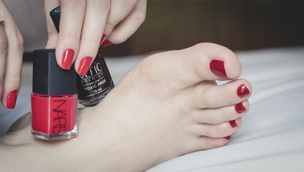hands and feet esmalte vefic v132 nars red-2