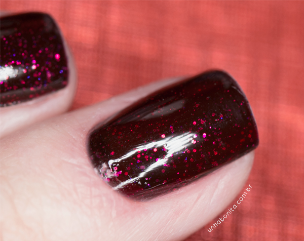 3-combinando-esmaltes---preto-glitter-vermelho